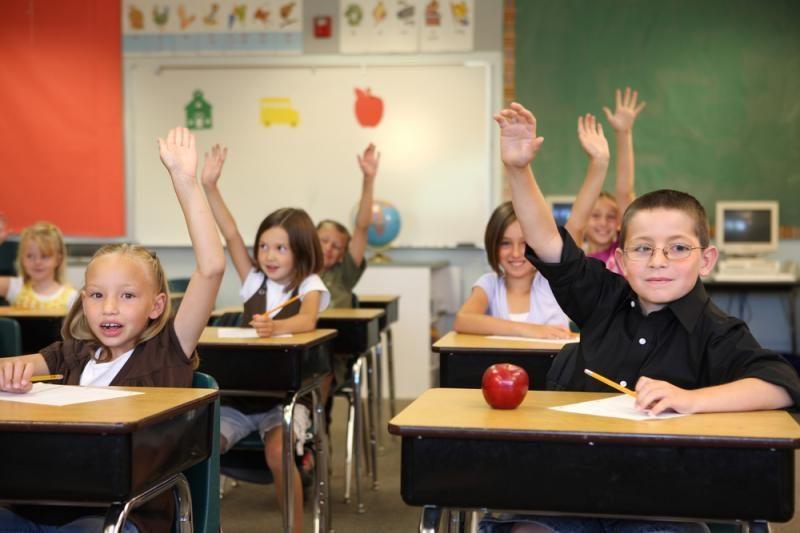 Jau galima kreiptis dėl paramos mokinio reikmenims įsigyti