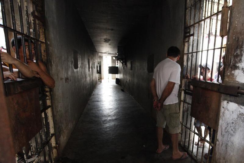 Brazilijoje kaliniai išdresavo katę, kad ji padėtų jiems pabėgti