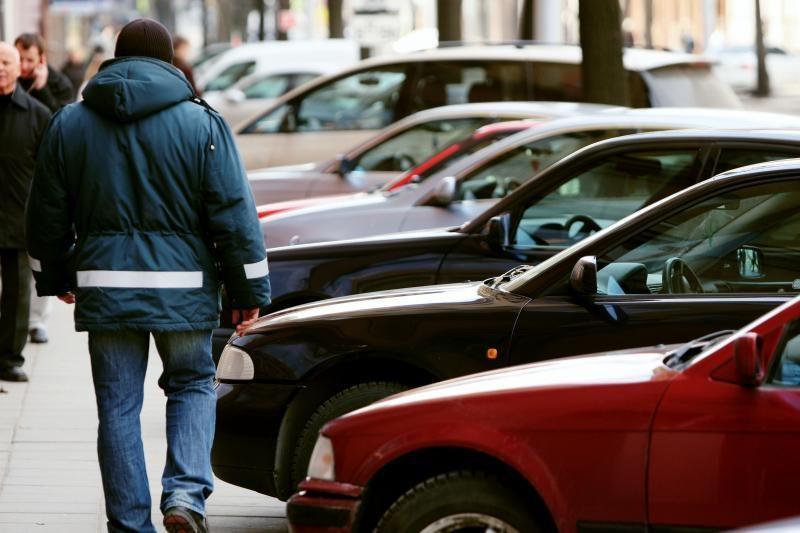 Atpigs automobilių statymas kai kuriose gatvėse