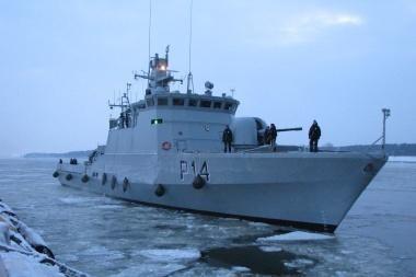 Didžioji Britanija pasiuntė karo laivus pargabenti dėl sustabdytų skrydžių užsienyje įstrigusių britų