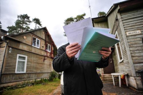 Romų tabore 30 namų atjungta elektra, rasta 12 savavališkų statinių