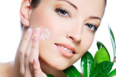 Jaunystę išsauganti veido odos priežiūra
