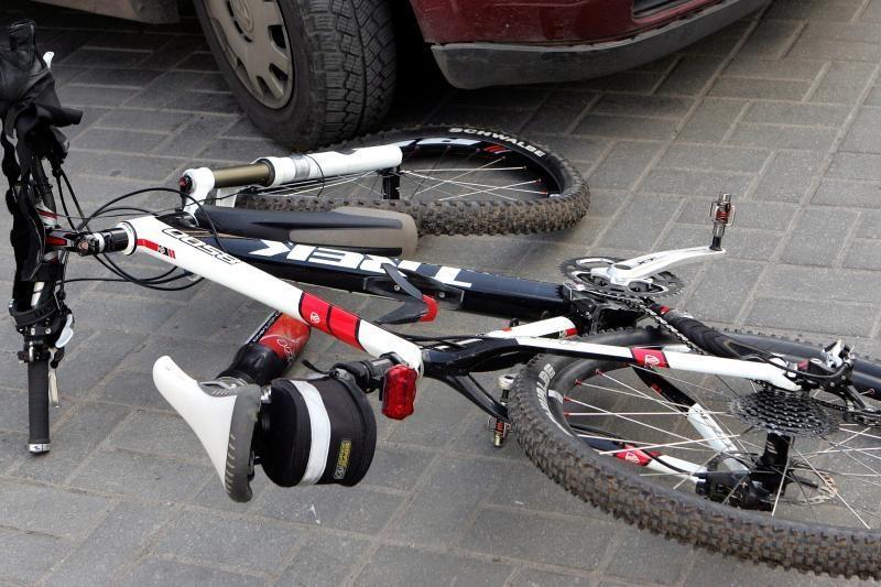 Raseinių rajone automobilis mirtinai sužalojo 20-metį dviratininką