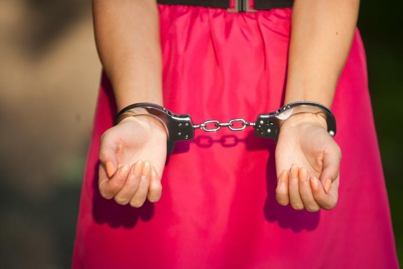 Už lytinius santykius su 13-mete kaltininkams sušvelnintos bausmės