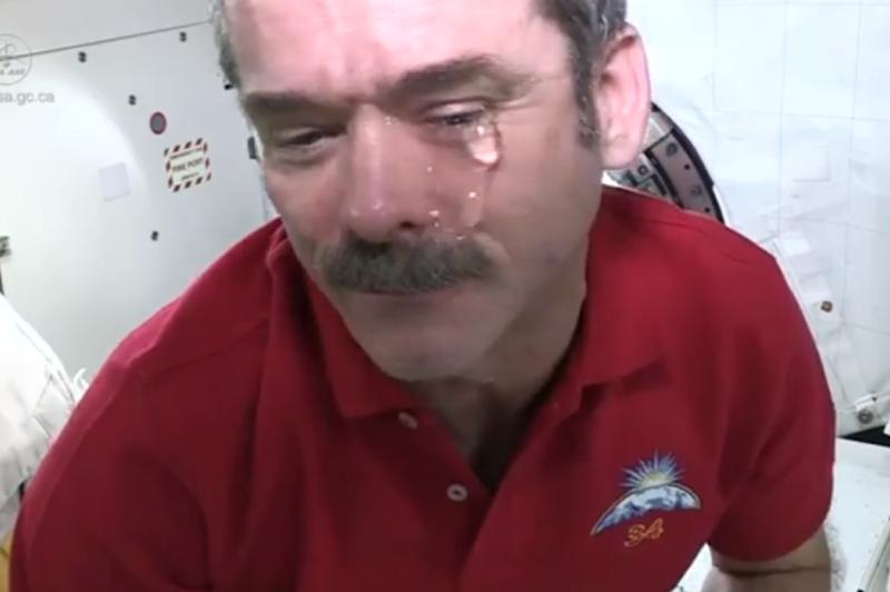 Ar įmanoma Tarptautinėje kosminėje stotyje verkti?