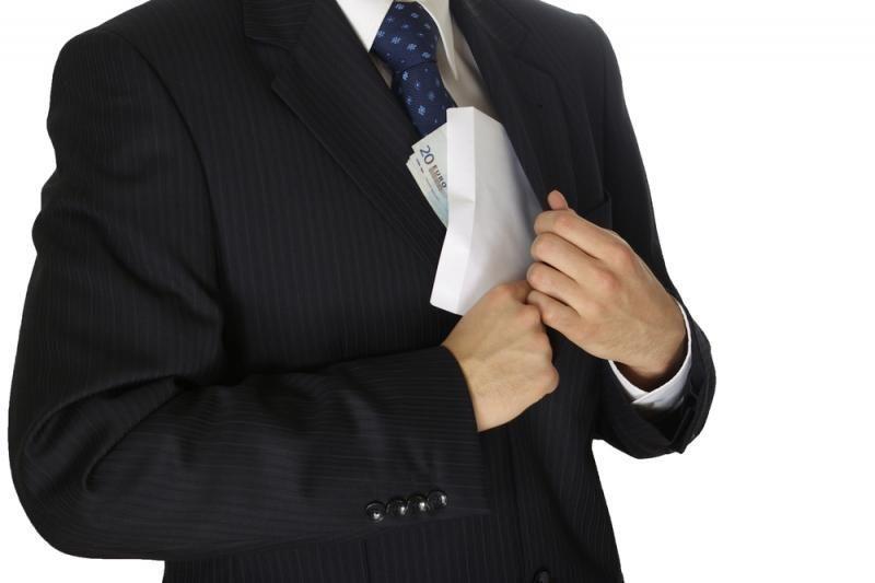 Tyrimas: beveik kas antrai įmonei teko patirti spaudimą duoti kyšį