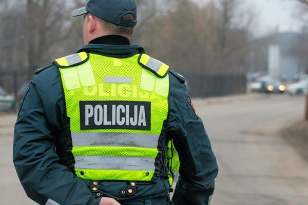 Elektrėnų policija per gaudynes peršovė neblaivaus 16-mečio automobilį