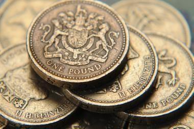 Ministras: benzino kaina Didžiojoje Britanijoje gali pasiekti 2 svarus už litrą