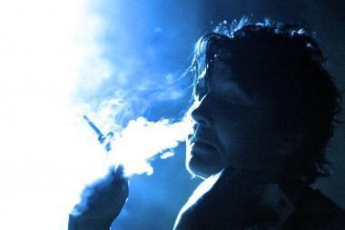 Nepilnamečiams siūlo uždrausti rūkyti