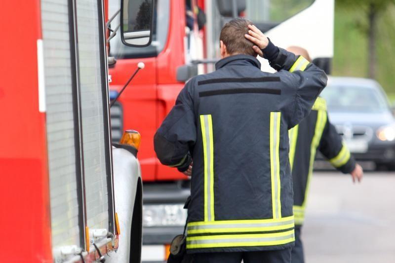 Alytuje neblaivus prie vairo įkliuvo ugniagesys