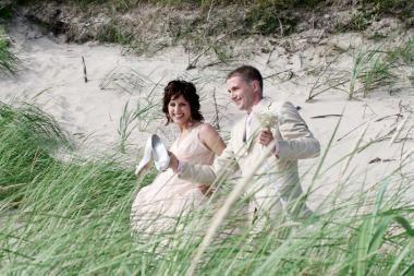 Paplūdimyje – pirmosios vestuvės