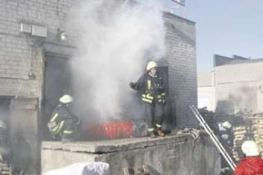 Baldų įmonę persekioja ugnis