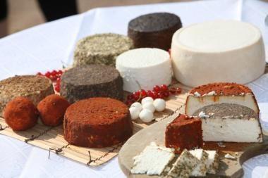 """""""Maxima"""" Vilniuje pradėjo prekiauti ožkų pieno sūriais"""