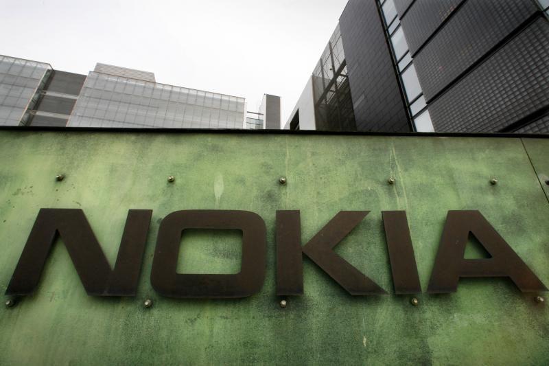"""""""Nokia"""" ir """"Microsoft"""" turi resursų atsitiesti telefonų rinkoje"""