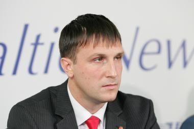 Seimo komisija rekomenduoja leisti naikinti A.Sacharuko neliečiamybę