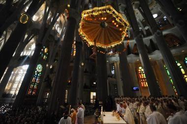 Popiežius konsekravo Barselonos Šventosios Šeimos bažnyčią