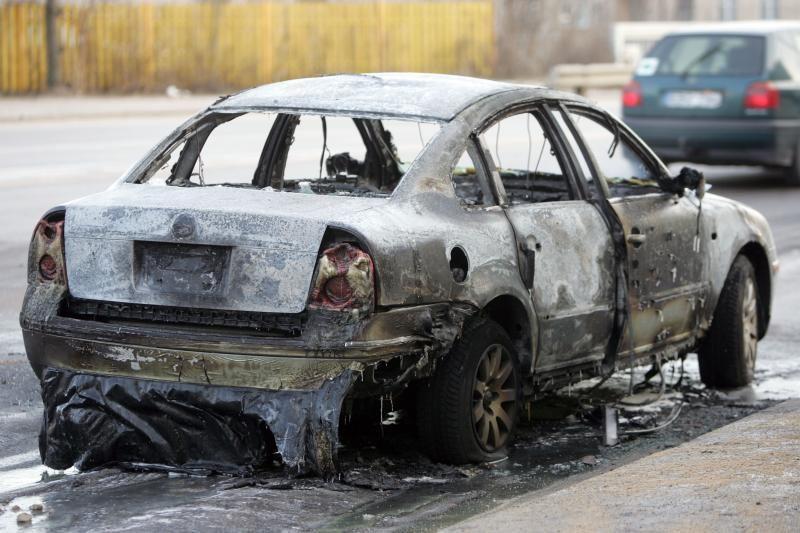 Lietuvoje sudegė penki automobiliai