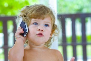 Pokalbiai mobiliuoju ima stelbti trumpąsias žinutes