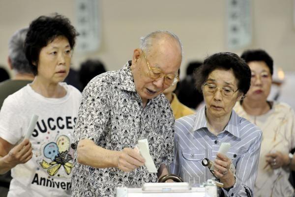 Japonijoje pasigesta beveik 200 šimtamečių