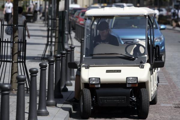 Seime susirūpinta elektrinių automobilių įteisinimu