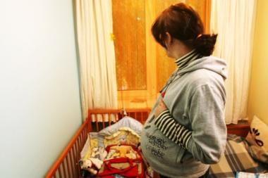 Savo kūną pardavinėjusiai nėščiai 19-metei artimieji užtrenkė duris