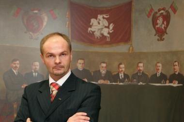 Seimo kontrolieriams siūlo suteikti teisę kreiptis į KT