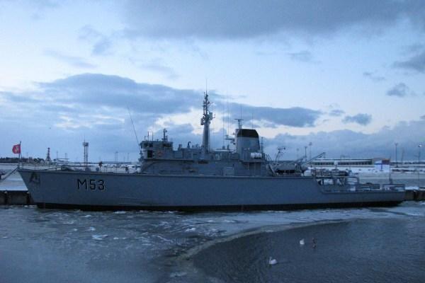 Pirmasis iš anglų įsigytas karinis laivas prisišvartavo Klaipėdoje