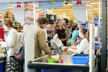 Mažmeninės prekybos įmonių apyvarta birželį sumažėjo 0,5 proc.