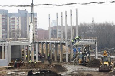 Statybininkai vis dar vėluoja statyti Klaipėdos areną