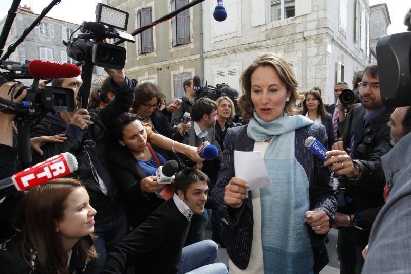 Prancūzijos pirmoji ponia viešai įkirto buvusiai prezidento partnerei