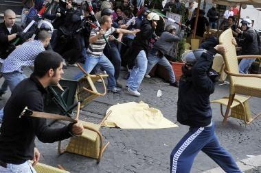 Italijoje studentai protestavo ir mušėsi tarpusavyje