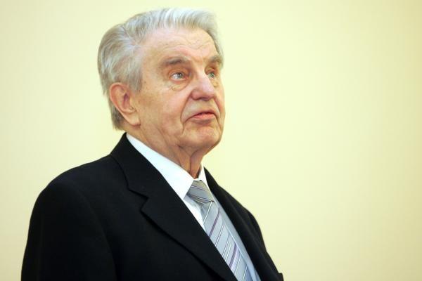 Poetui J.Marcinkevičiui lūžo kaklo slankstelis