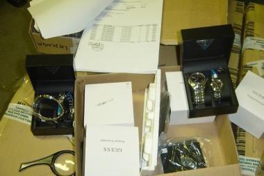 Muitininkai sulaikė daugiau nei 500 suklastotų laikrodžių iš Kinijos