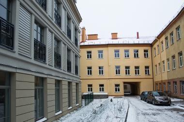 Po ketverių metų atstatytas namas Vilniuje