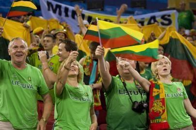 Aludariai kaltinami Lietuvos vėliavos niekinimu