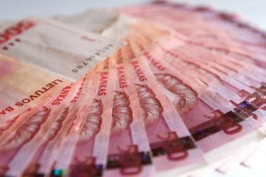 Iš mašinos pavogė piniginę su 15 tūkst. litų