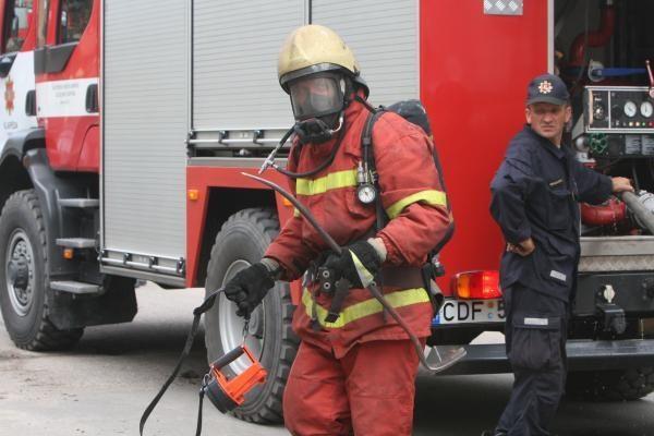 Klaipėdos ugniagesiams pranešta apie gaisrą daugiabučio rūsyje