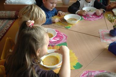 Vilniaus valdžia persigalvojo: pusryčius mokyklose vaikai bent kol kas gaus