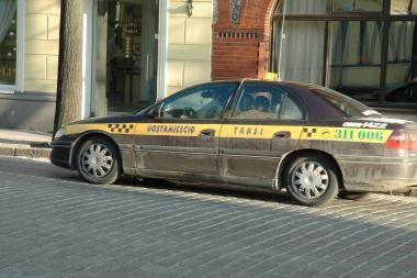 Keleivis apvogė taksi vairuotoją
