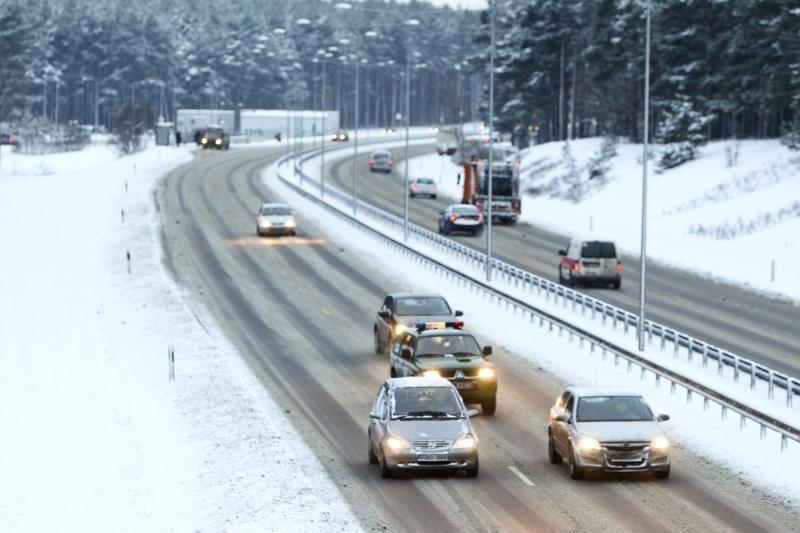 Sunkios eismo sąlygos: plikledis ir pažliugęs sniegas