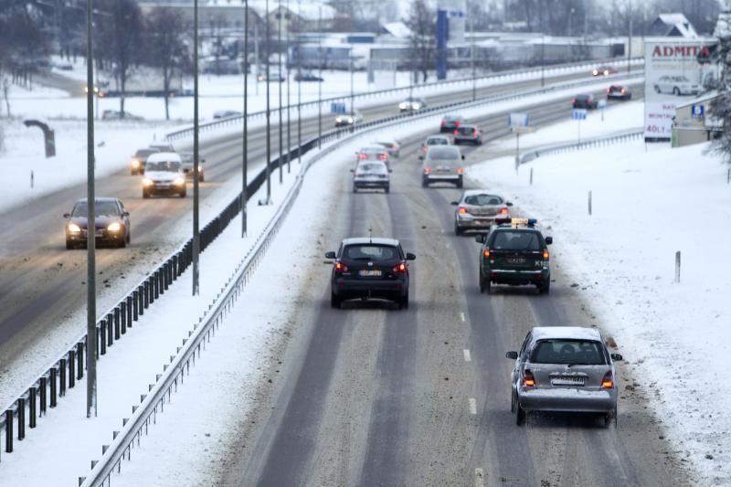 Kelininkai informuoja: eismo sąlygos sudėtingos