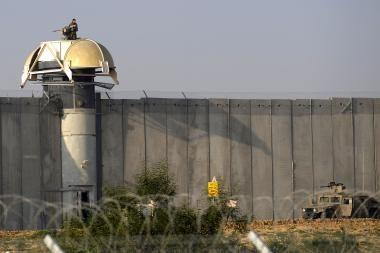 Izraelis apsitvers pasienį su Egiptu