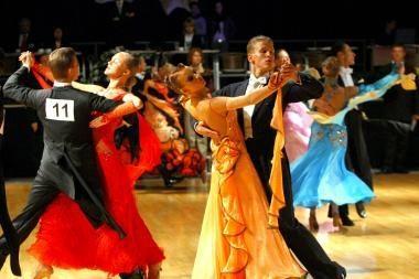Sportinių šokių varžybose – Lietuvos čempionų sėkmė