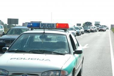 Klaipėdos r. nuo viaduko nuvažiavo automobilis