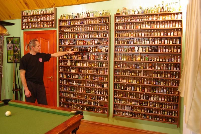 Ramučių gyventojo namuose – milžiniška alkoholio buteliukų kolekcija