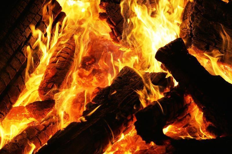 Filipinuose per gaisrą prekybos centre žuvo 17 žmonių