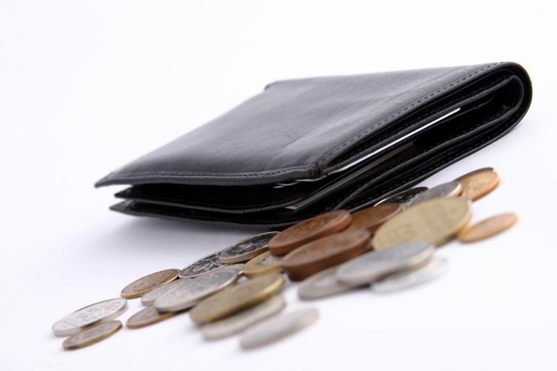 Gyventojų pradelstos skolos pasiekė 2,46 mlrd. litų