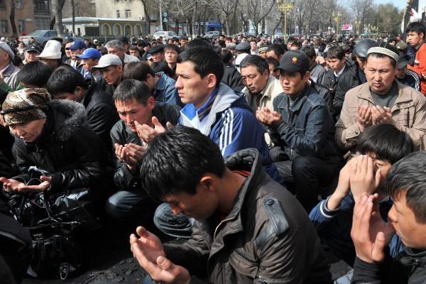 Kirgizijos laikinoji valdžia paskelbė Bakijevo brolio paiešką
