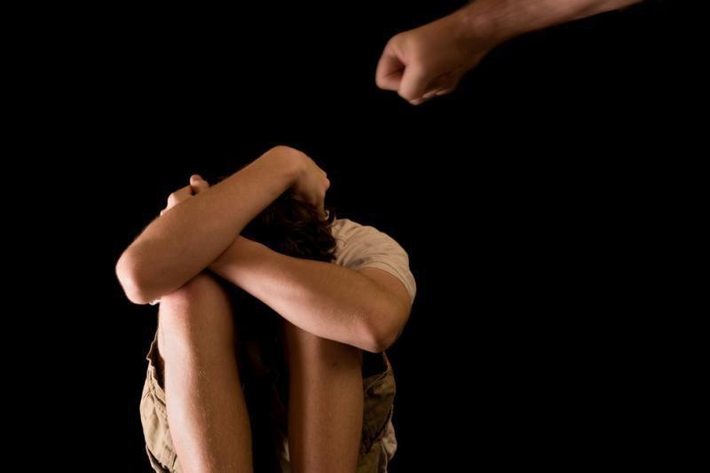 Varėnos globos namų darbuotoja įtariama smurtavusi prieš auklėtinę