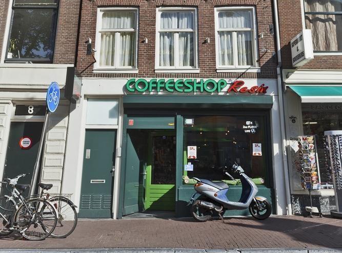 Amsterdamo kavinėse užsieniečiai toliau galės įsigyti kanapių